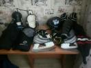 Хоккейная амуниция и лыжи с новыми ботинками